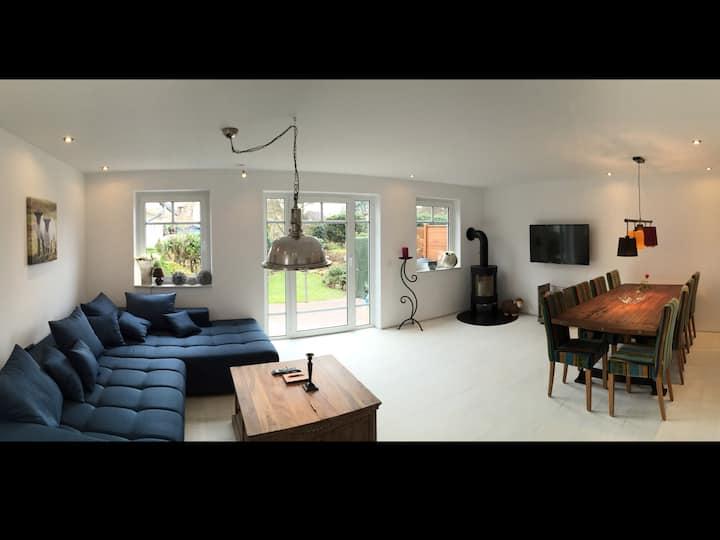 Modern, cosy with sauna & fireplace