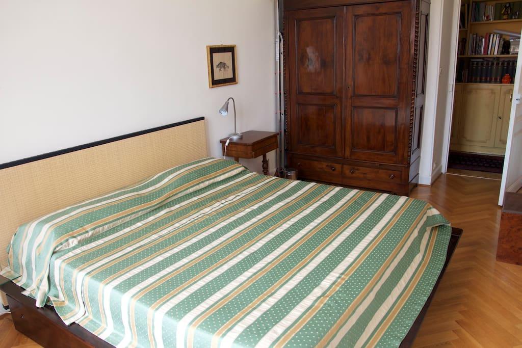 Grande chambre au centre de nice chambres d 39 h tes for Chambre d hote nice