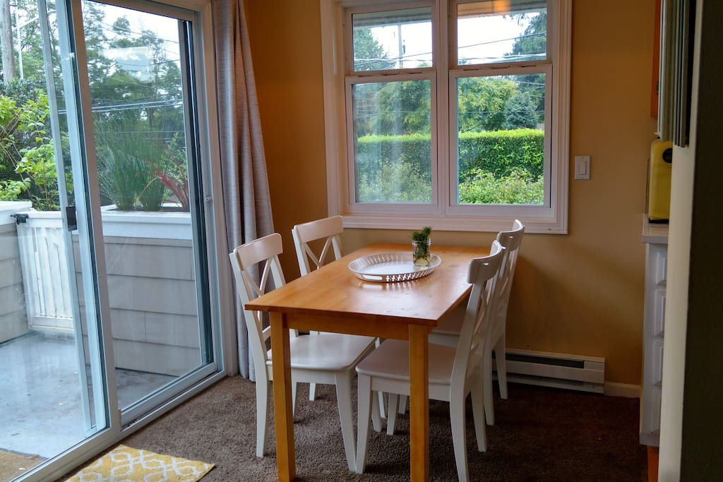 Dining room - seats up to 6