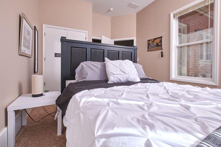 Private guest suite w/bath in SOBU