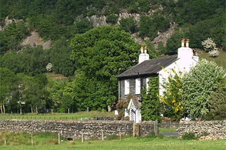 A beautiful corner of England - Borrowdale - Wikt i opierunek