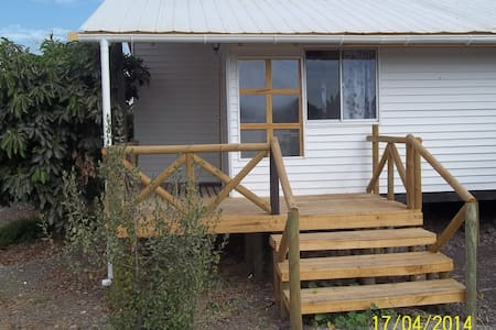 Hostal Amigos triple cabin - Bed & Breakfast