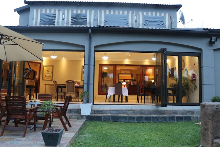 Pride's Guest House - Nelspruit - Bed & Breakfast