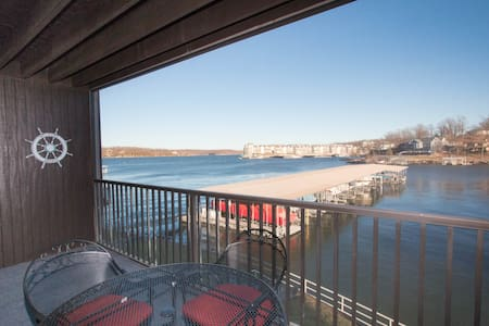 *Newly Remodeled* Sleeps 4*Waterfront - Osage Beach - Appartement en résidence