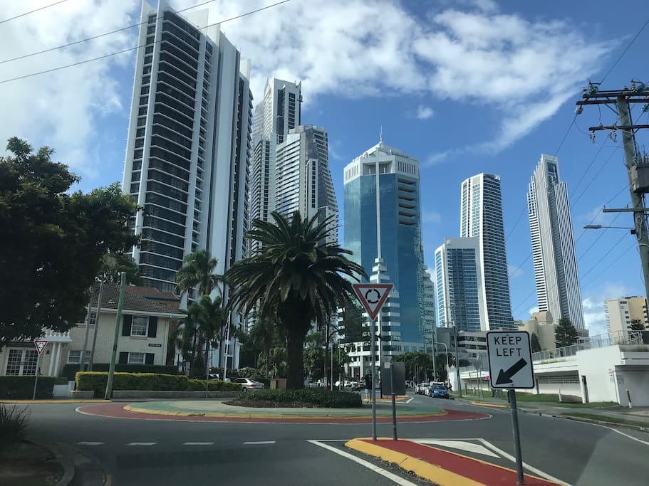 Only 5 mins walk to Surfers Paradise