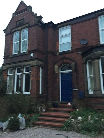 Outstanding 5 bed Victorian House - Hyde - Haus