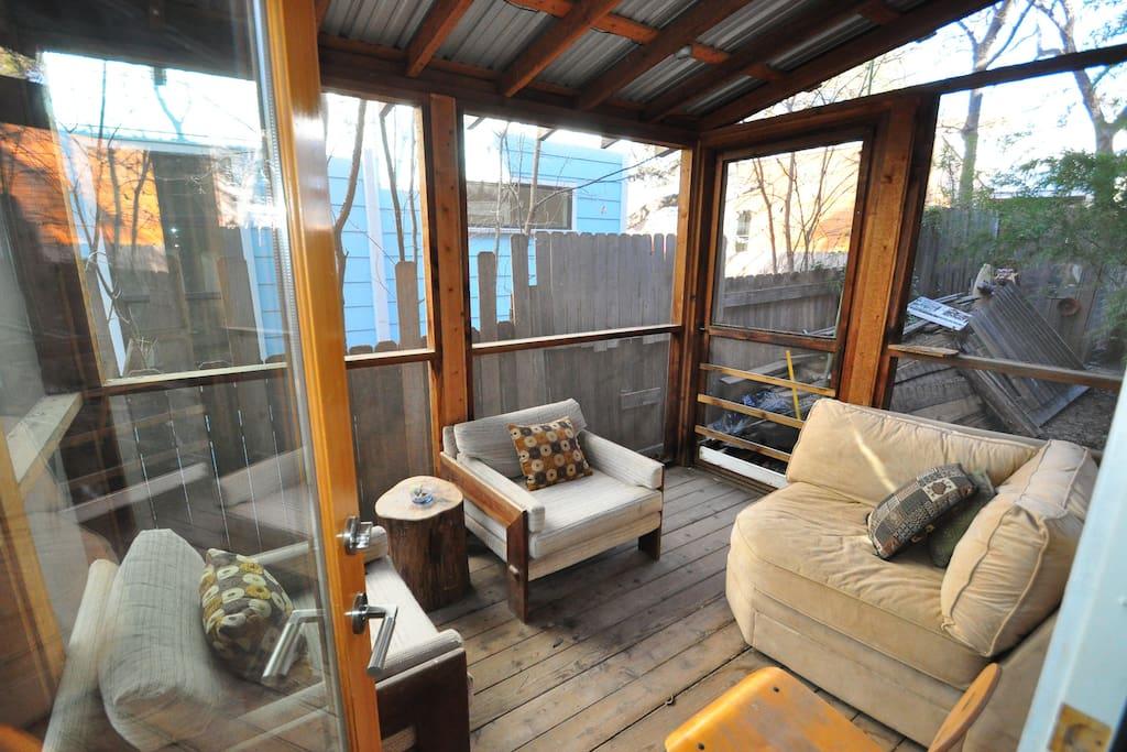 Conecting porch for room E