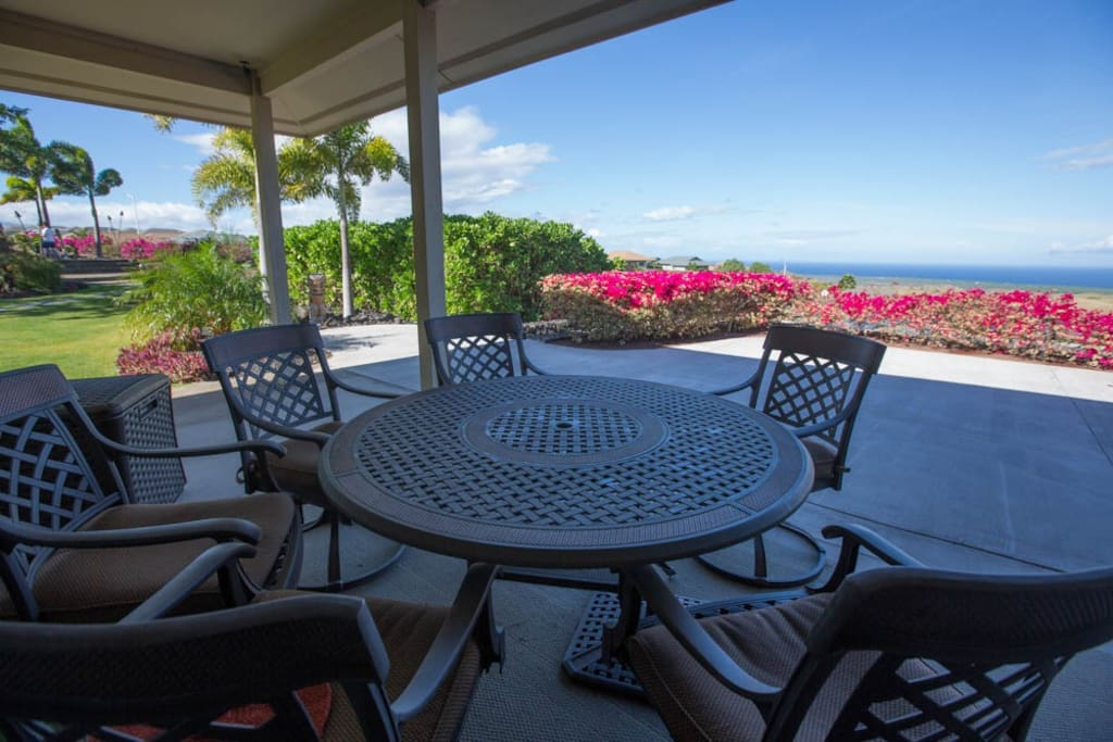 let the fresh breeze in and enjoy the view from the lanai.
