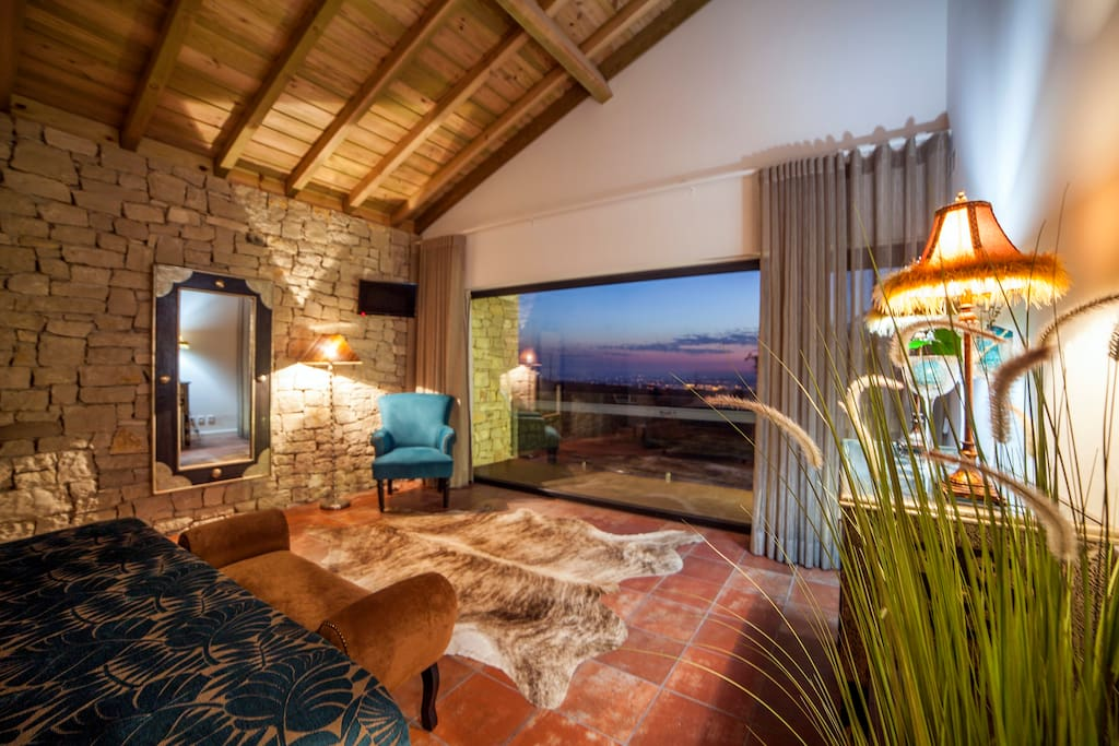 Suite Serra de St. António accommodates 2.