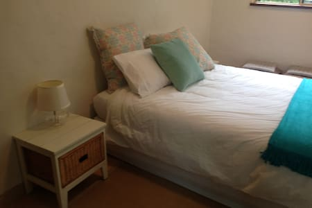 Garden Flat- walk to town/Hospital - Murwillumbah - 家庭式旅館