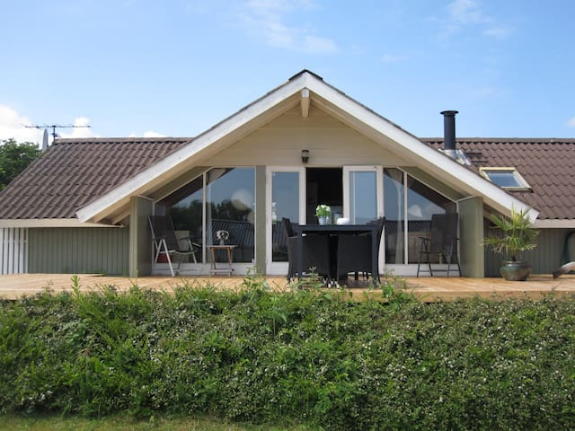 Summer house 2 min. from beach - Juelsminde - Kabin
