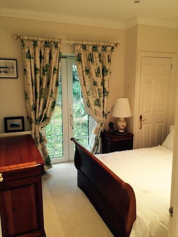 Comfortable bedroom and separate shower room - Warsash