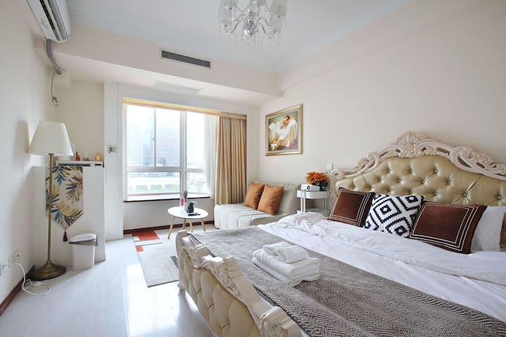临近南京路步行街|外滩零距离的公寓型住宅「上海最核心地标」2分钟至人广1/2/8地铁站• 近豫园