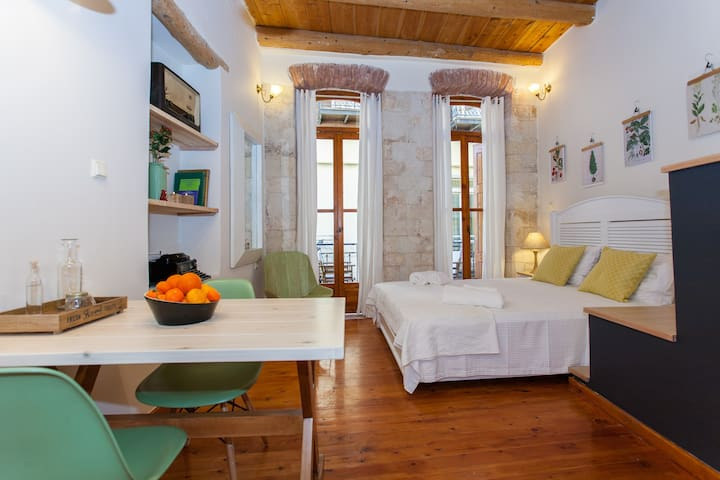 Charming studio in the Old Town !