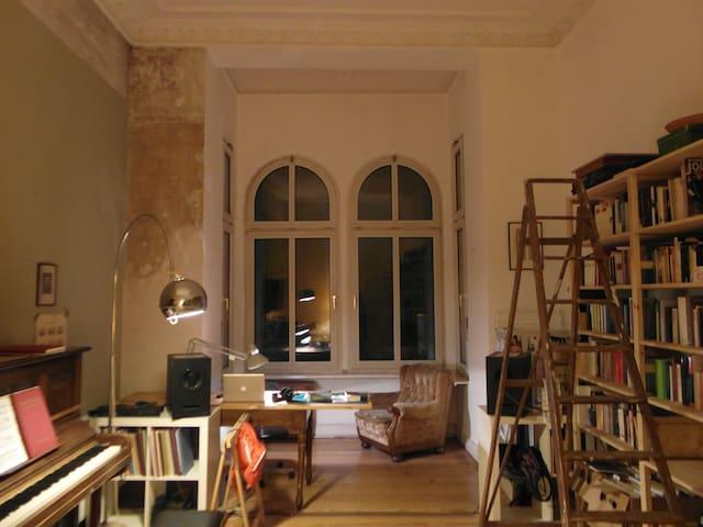 beautiful large room in kreuzberg