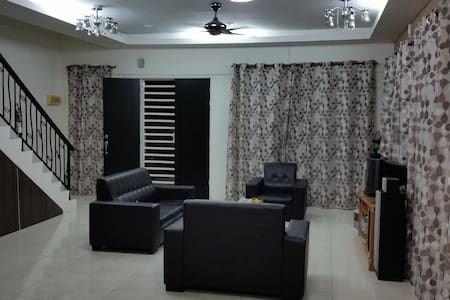 Private Room Double Storey House Bandar Cyber Ipoh - Ipoh