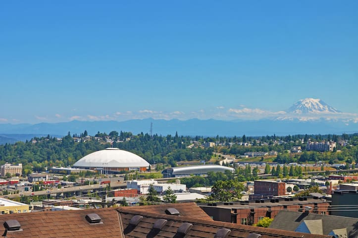Rainier View Townhouse, Downtown Tacoma, Sleeps 6!