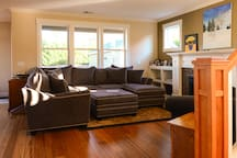 Super comfortable living room filled with natural light, gas fireplace, Portland Monthly magazines, city guidebooks and maps, board and card games, snuggies, cable TV and Netflix.