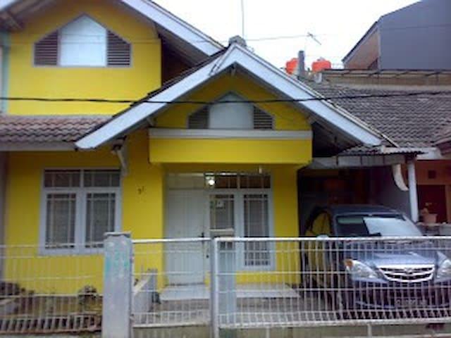 GUESTHOUSE MURAH DI BANDUNG - Bandung City - Casa