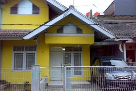 GUESTHOUSE MURAH DI BANDUNG - Bandung City - House