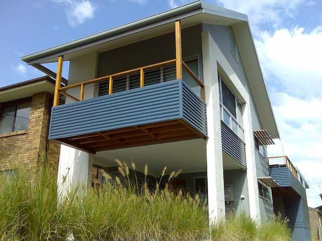 Idlewatch - Modern 3br beach house - Hawks Nest - Hus