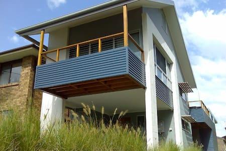 Idlewatch - Modern 3br beach house - Hawks Nest - Haus