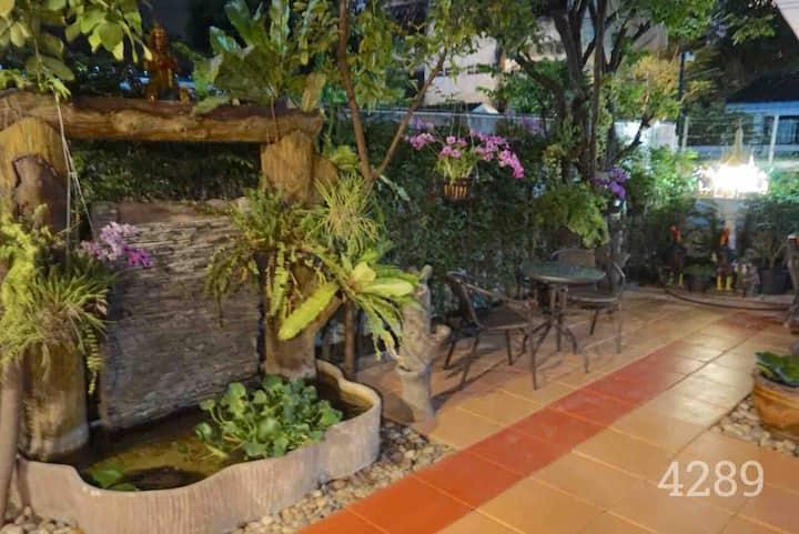 Mangoes house2, Ekkamai BTS & Bus terminal