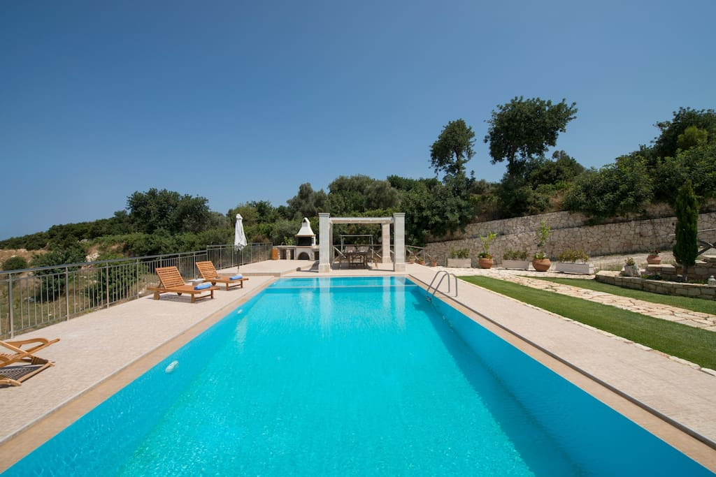 70 square meters swimming pool, outdoor dining area. The pool also contains a part of 10 sqm for children with 0.80 m.!