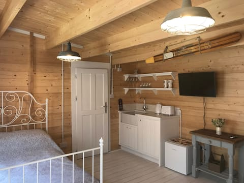 The Chalet - close to beach and New Forest