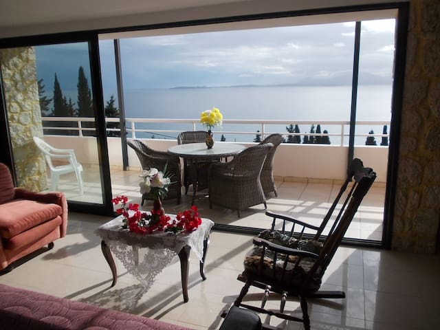 Three bedrooms apartment split level with sea view - Mparmpati - Apartmen