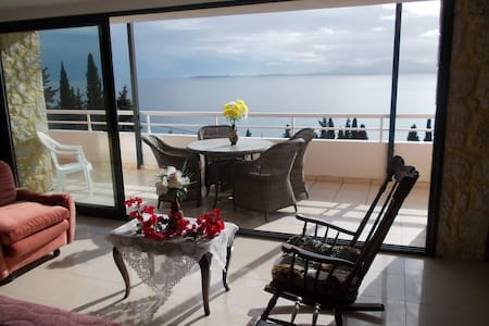 Three bedrooms apartment split level with sea view - Mparmpati