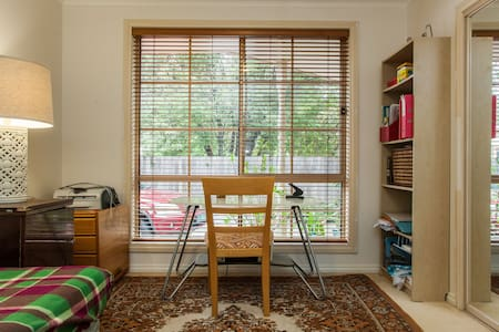 2 bedrooms in a welcoming home! - Ormond