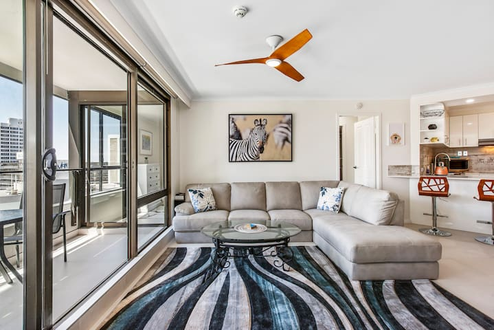 TOP OF THE MARK 2bed/2ensuite bath❣ of Surfers