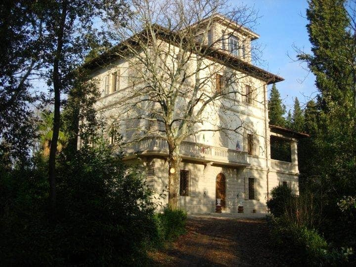Luxury 6 BR historic villa with pool near Florence