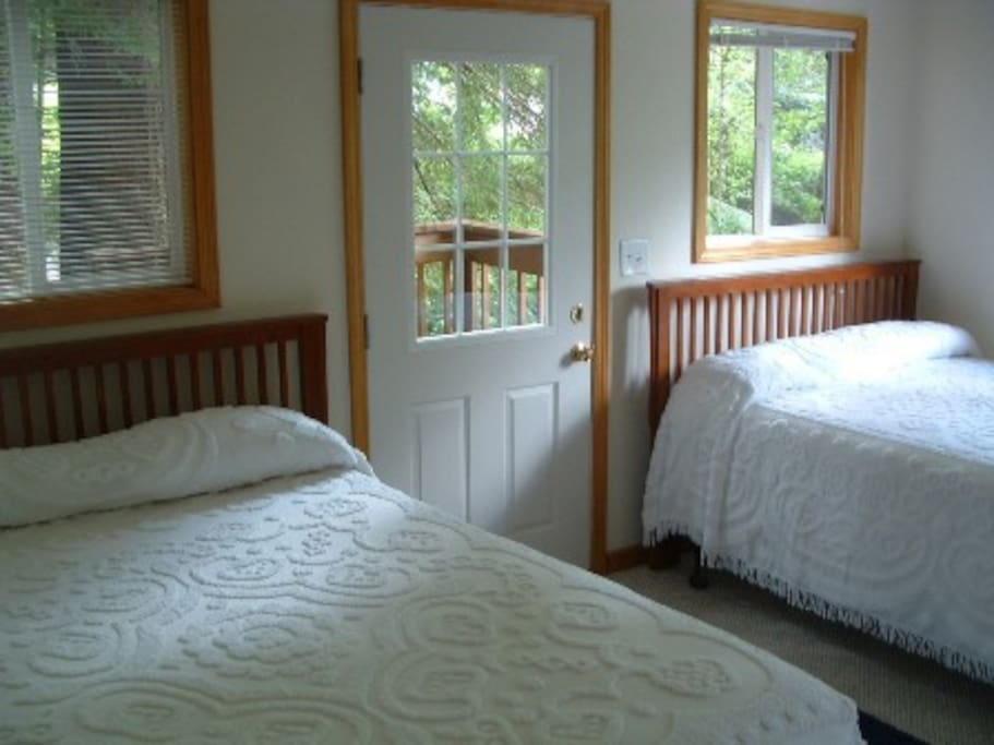 Harbor cabin bedroom with two queen size beds.