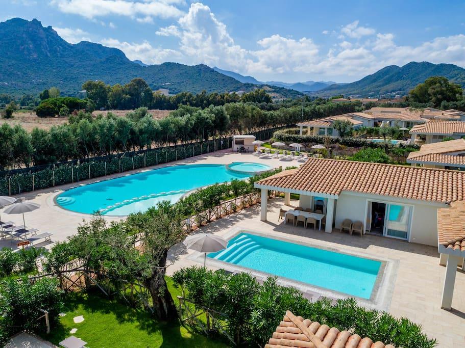 Villa d 39 ogliastra 8 posti piscina privata ville in affitto a cardedu sardegna italia - Villa italia piscina ...