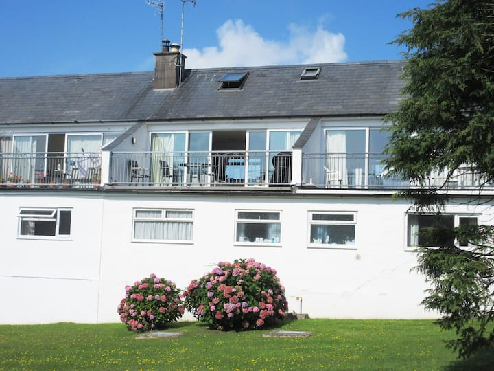 Central Abersoch- Sleeps 2-6. Dogs possible.