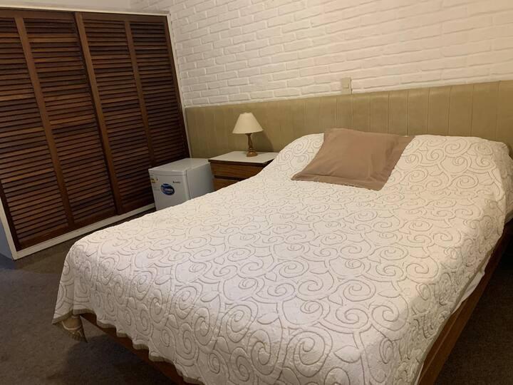 308-Habitación Cama Matrimonial en Punta del Este