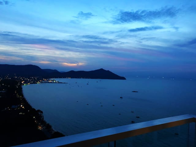 Condo with Gorgeous Ocean View - Bangare Pattaya