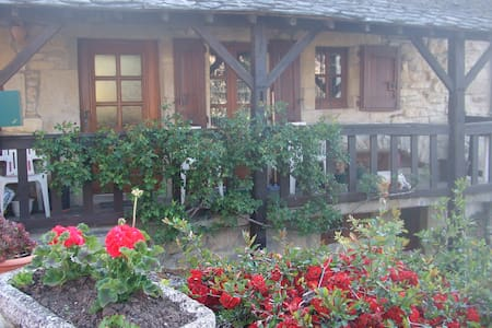 maison individuelle VUE sur le lac  - Castelnau-de-Mandailles - Haus