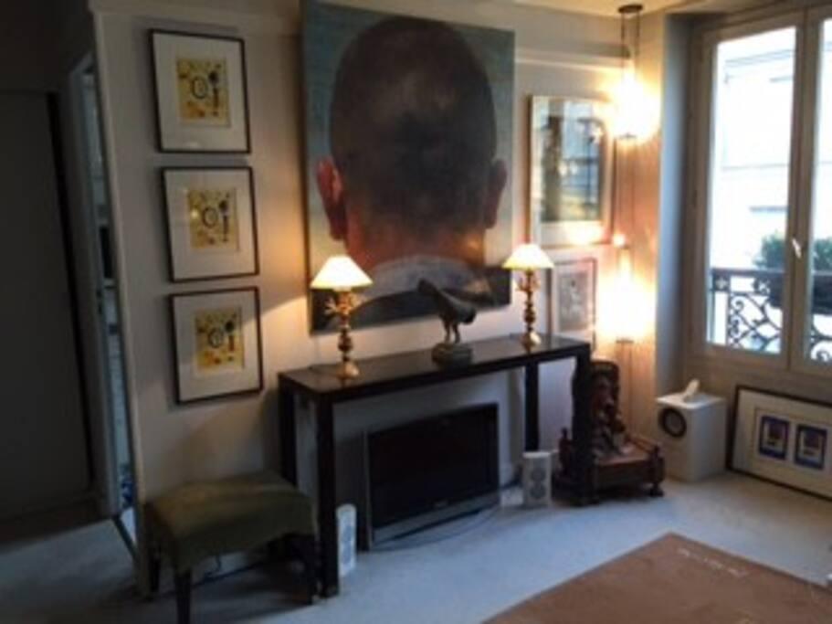 Salon - wifi - TV avec large sélection de chaines françaises et internationales.