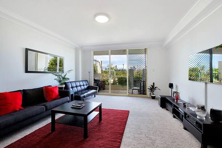 Tranquil Inner City Pad - Balmain - Apartment
