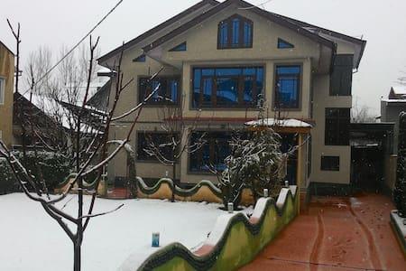 Home Away From Home - Srinagar - Hus