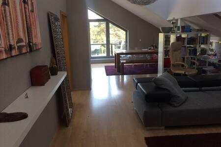 loftähnliche Wohnung 25min bis Düsseldorfer Messe - Oberhausen - Appartement