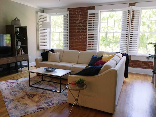 Chic Downtown Oasis - NEWLY LISTED
