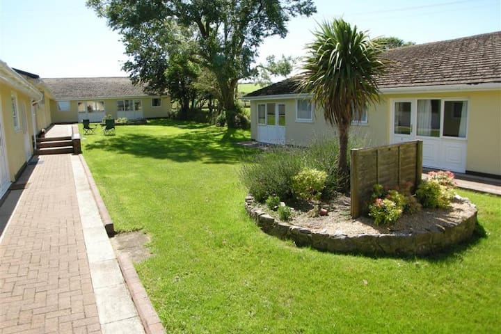 Meadowside  Hol. Bungalows 12