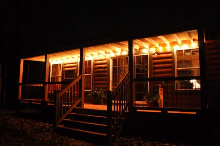 Lit'l Bit O' Heaven- Rocky Top Lodge
