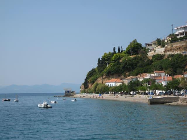 Charm, Sun, Fun-Aegean Isle Getaway - Limni - Ev
