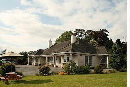 Ensuite Rooms for 2,3 or 4 guests. - Kilkenny