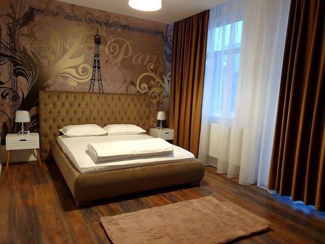 ARISTOCRAT HOTEL CENTRAL,LUX LA PRETURI WOW.